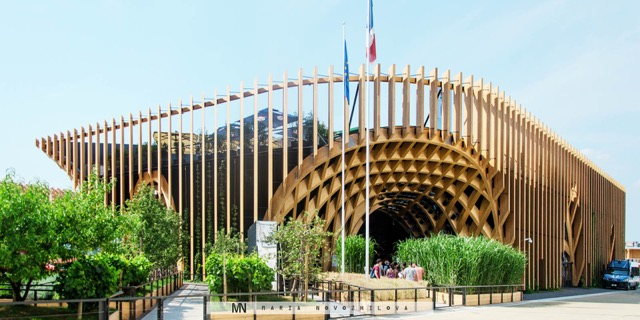Best of Expo 2015: Timer waves of the Robot constructed French Pavilion